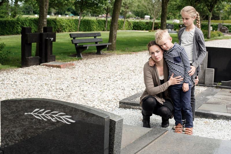 Ayuda viuda joven con niños de La Fundación